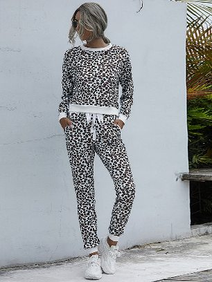 Round Neck Leopard Print Casual Home Suit